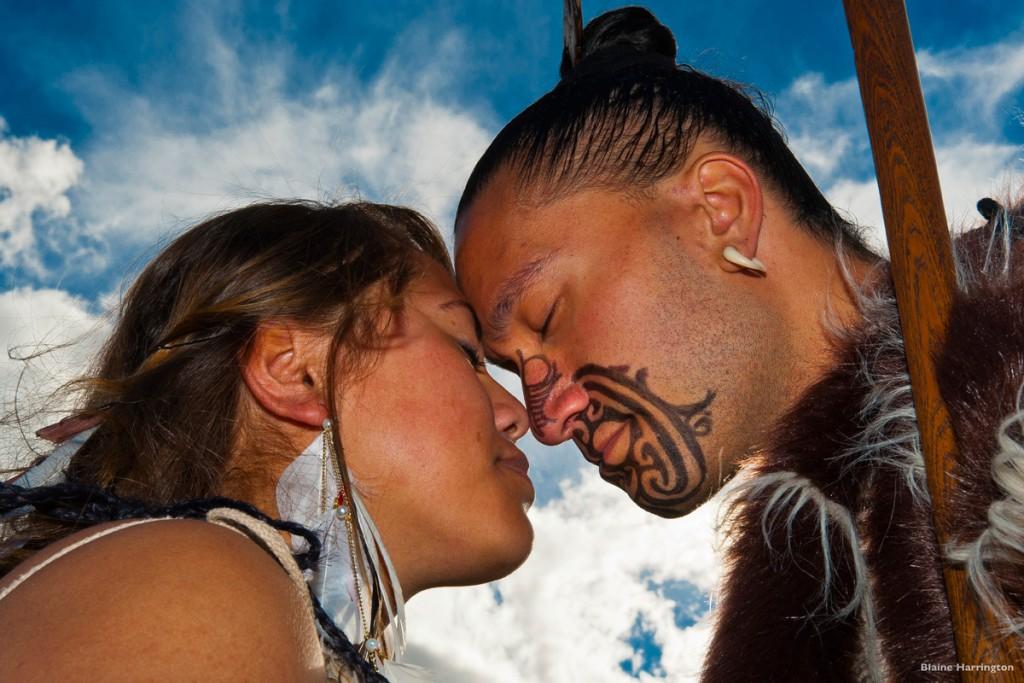 Maori-greeting-hongi